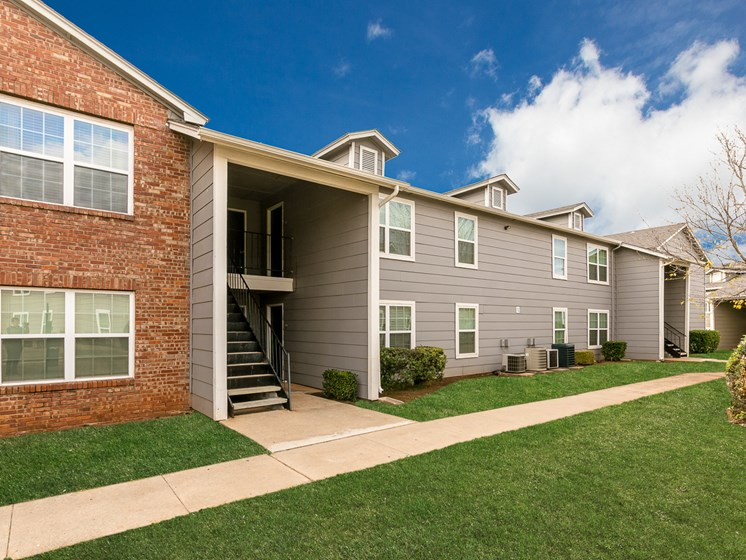 Exterior view of apartment building at Bennett Ridge Apartments in Oklahoma City, Oklahoma