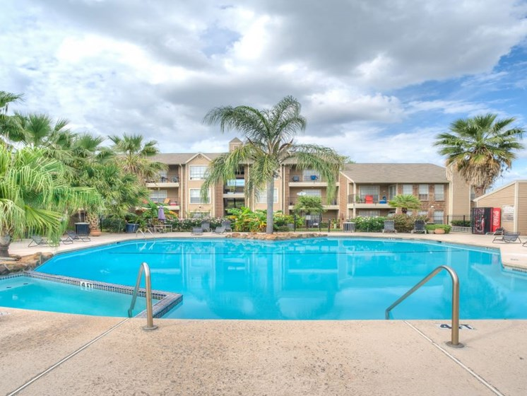 Cool Blue Swimming Pool at Fairfield Cove Apartments, Texas, 77090