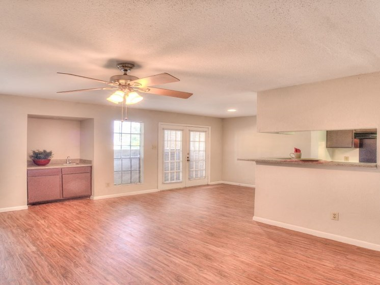 Ceiling Fan In Living Room at Fairfield Cove Apartments, Houston