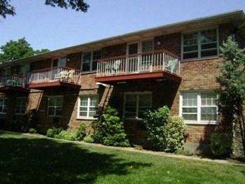 165 Manorhaven Boulevard Studio Apartment for Rent Photo Gallery 1