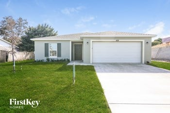 458 SW Kabot Ave 4 Beds House for Rent Photo Gallery 1