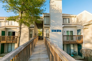 2200 Lake Ct Studio-2 Beds Apartment for Rent Photo Gallery 1