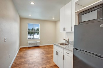 100 Ward Strasse Studio Apartment for Rent Photo Gallery 1