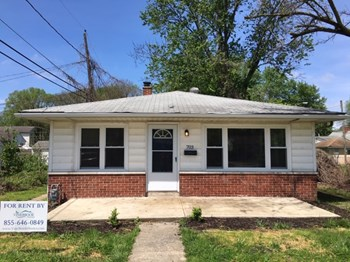 703 Ross Ave 2 Beds House for Rent Photo Gallery 1