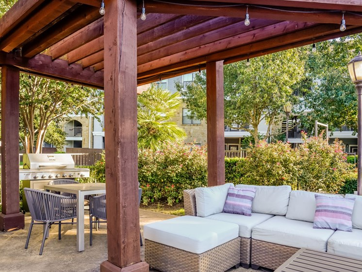 BBQ Grills and Outdoor Dining at Palm Valley, Round Rock, Texas