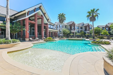 Resort Style Pool with Fountains at Yorktown Crossing, Houston, Texas