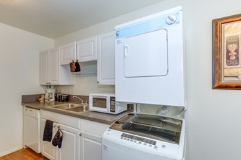 819 Forrest Drive 2 Beds Apartment for Rent Photo Gallery 1