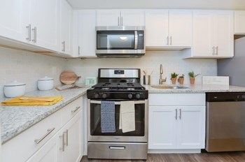 432 Strafford Avenue Studio Apartment for Rent Photo Gallery 1