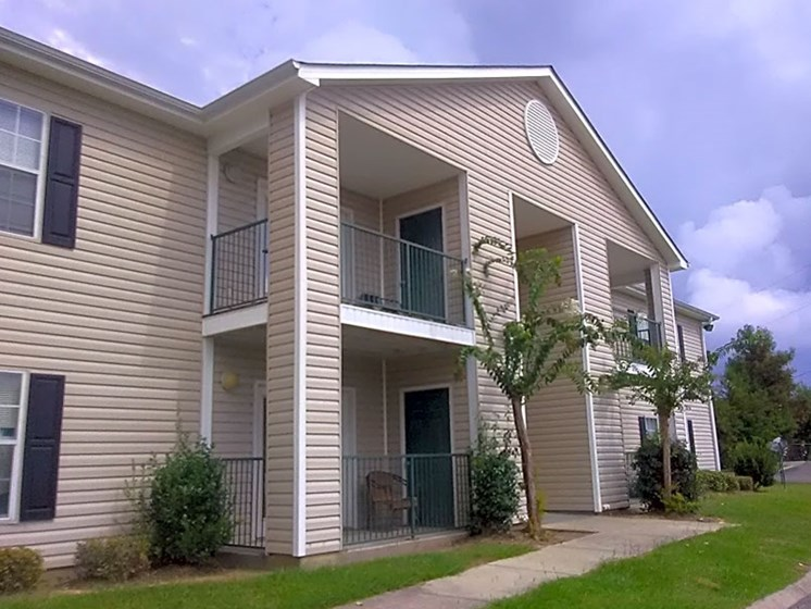Front View Of Property at Park Pines Apartments, Hattiesburg, MS