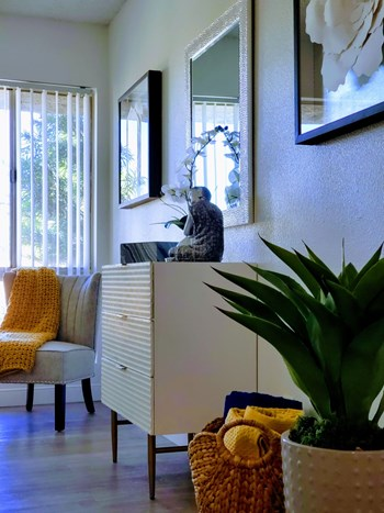 1609 W Glendale Avenue 2-3 Beds Apartment for Rent Photo Gallery 1