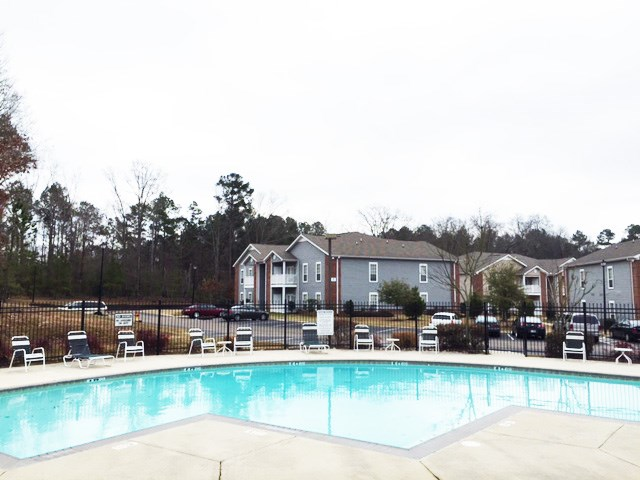 Swimming Pool at Piedmont Park Apartments, Hattiesburg, MS