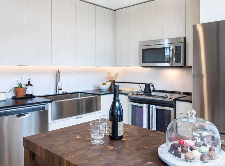 Goat Blocks Apartments Kitchen with Island Table