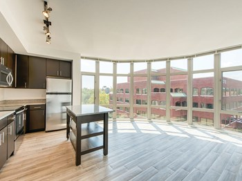 1260 Braddock Place Studio Apartment for Rent Photo Gallery 1