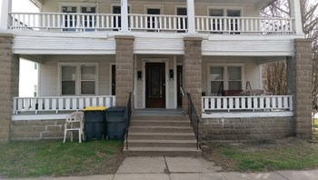 838 & 840 S. Main 1 Bed Apartment for Rent Photo Gallery 1