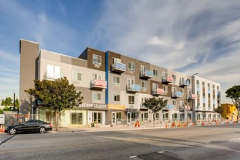4252 Crenshaw Boulevard Studio-1 Bed Apartment for Rent Photo Gallery 1