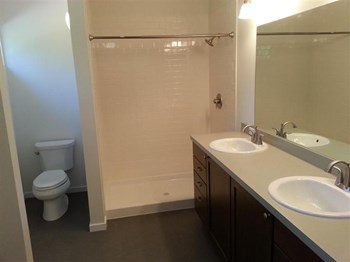 2914 Willow Street 3 Beds House for Rent Photo Gallery 1