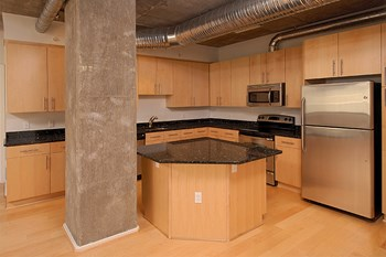 1025 N Fillmore St 2 Beds Apartment for Rent Photo Gallery 1