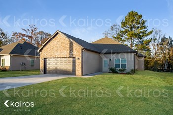 555 White Oak Circle 4 Beds House for Rent Photo Gallery 1