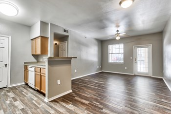 3015 E Ledbetter Dr 2-3 Beds Apartment for Rent Photo Gallery 1