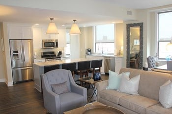 146 Monroe Center 1-2 Beds Apartment for Rent Photo Gallery 1