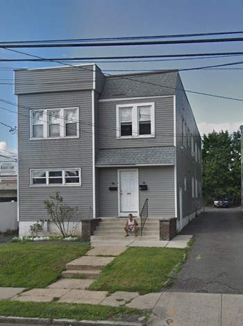 422 Bacheller Avenue 2-3 Beds Apartment for Rent Photo Gallery 1