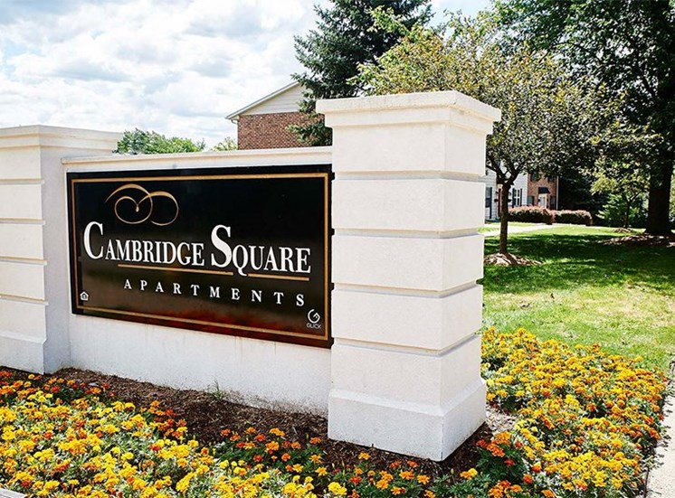 Entrance to Cambridge Square Grand Rapids