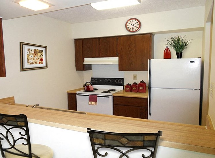 Kitchen with breakfast bar at Cambridge Square Grand Rapids