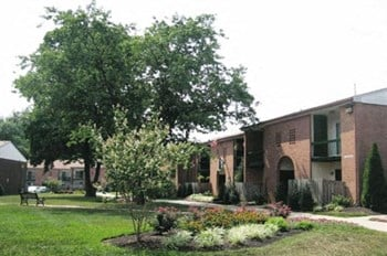 142 Greenbridge Dr. 1-2 Beds Apartment for Rent Photo Gallery 1