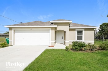 1123 SW 16th Ter 3 Beds House for Rent Photo Gallery 1