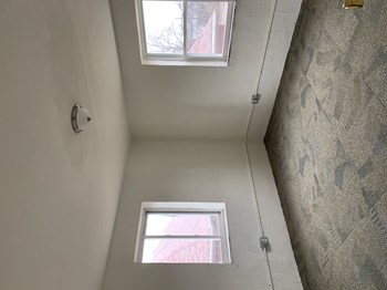 618 Versailles Avenue 1 Bed Apartment for Rent Photo Gallery 1