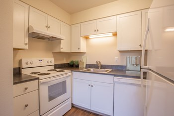4925 SW Jamieson Road 1-2 Beds Apartment for Rent Photo Gallery 1