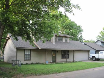2116 Crestwood Drive 3 Beds House for Rent Photo Gallery 1
