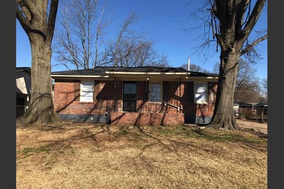 Terrific 2166 Cassie Ave Memphis Tn 38127 Home Interior And Landscaping Ponolsignezvosmurscom