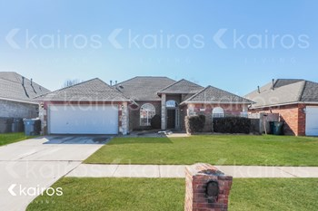 728 SW 155Th Place 4 Beds House for Rent Photo Gallery 1
