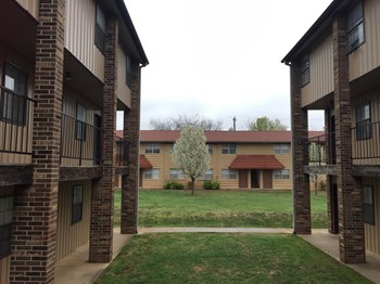 625 East Redbud Dr. 1-2 Beds Apartment for Rent Photo Gallery 1