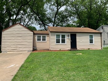 221 Williams Blvd 1 Bed House for Rent Photo Gallery 1