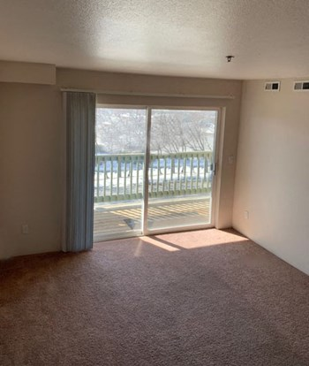 1055 N Meridian Rd 2-3 Beds Apartment for Rent Photo Gallery 1