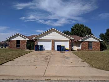 120 West Golf Drive 2 Beds House for Rent Photo Gallery 1