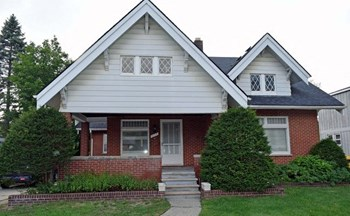 1117 N. Oak Street 1-2 Beds Apartment for Rent Photo Gallery 1