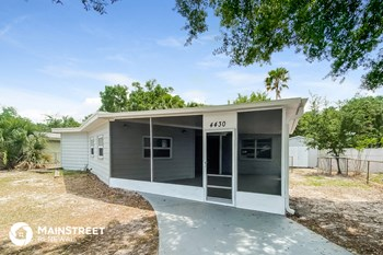 4430 W Varn Ave 4 Beds House for Rent Photo Gallery 1