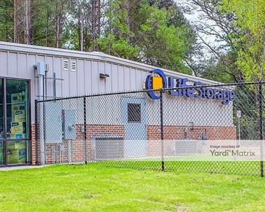 Storage Units for Rent available at 7700 Jonesboro Road, Jonesboro, GA 30236 Photo Gallery 1