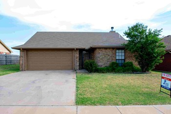 4036 SW MESQUITE DRIVE 3 Beds Apartment for Rent Photo Gallery 1