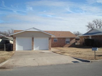 4610 SE BRIGHTON DRIVE 3 Beds Apartment for Rent Photo Gallery 1