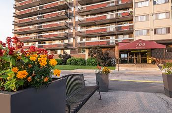 700 St Joseph 1-2 Beds Apartment for Rent Photo Gallery 1