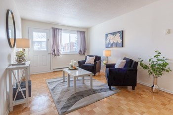 420 Blvd Cité Des Jeunes Studio-2 Beds Apartment for Rent Photo Gallery 1