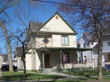 737 Fairview Avenue Northeast 4 Beds House for Rent Photo Gallery 1