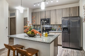 6705 Shadow Creek Trail 1-3 Beds Apartment for Rent Photo Gallery 1