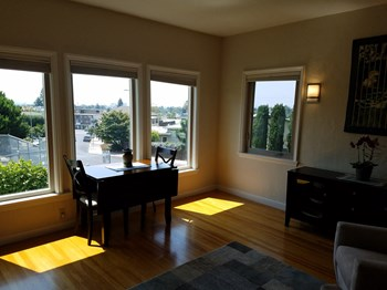 Unit 2 2 Beds House for Rent Photo Gallery 1