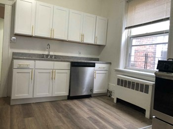 204 Bidwell Avenue 3 Beds Apartment for Rent Photo Gallery 1