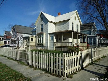 133 E Lynn St 3 Beds House for Rent Photo Gallery 1
